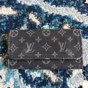 Louis Vuitton LV262 mini Lin monogram key holder